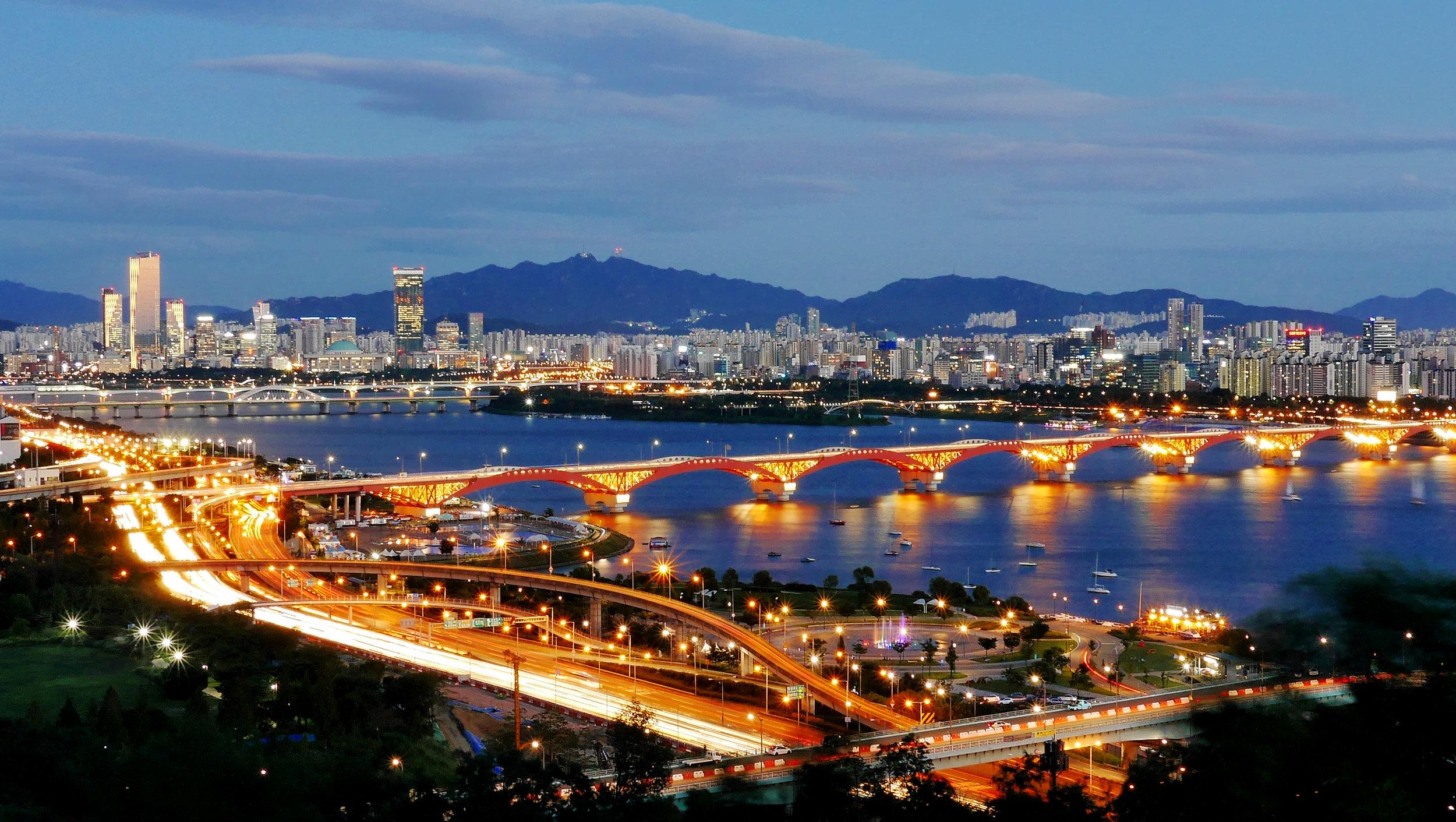 Seoul_at_night.jpg