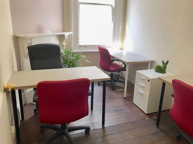 Small private office in Perth CBD. A great place to concentrate on the business. #Perth #office #rent