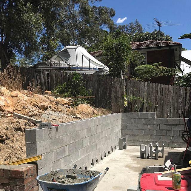 #stonecraftgardens #structurallandscaping #firstwall  #sydneygardens #progress #retainingwall #concreteblock #sydneylandscaper