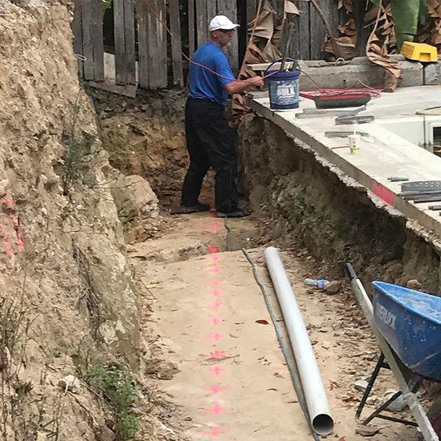 #stonecraftgardens #sydneylandscaper #sydneylandscapes #coredrilling #retainingwalls let the drilling begin, 60 holes @700mm deep into bedrock. Three barrels later and 8 holes still to go.