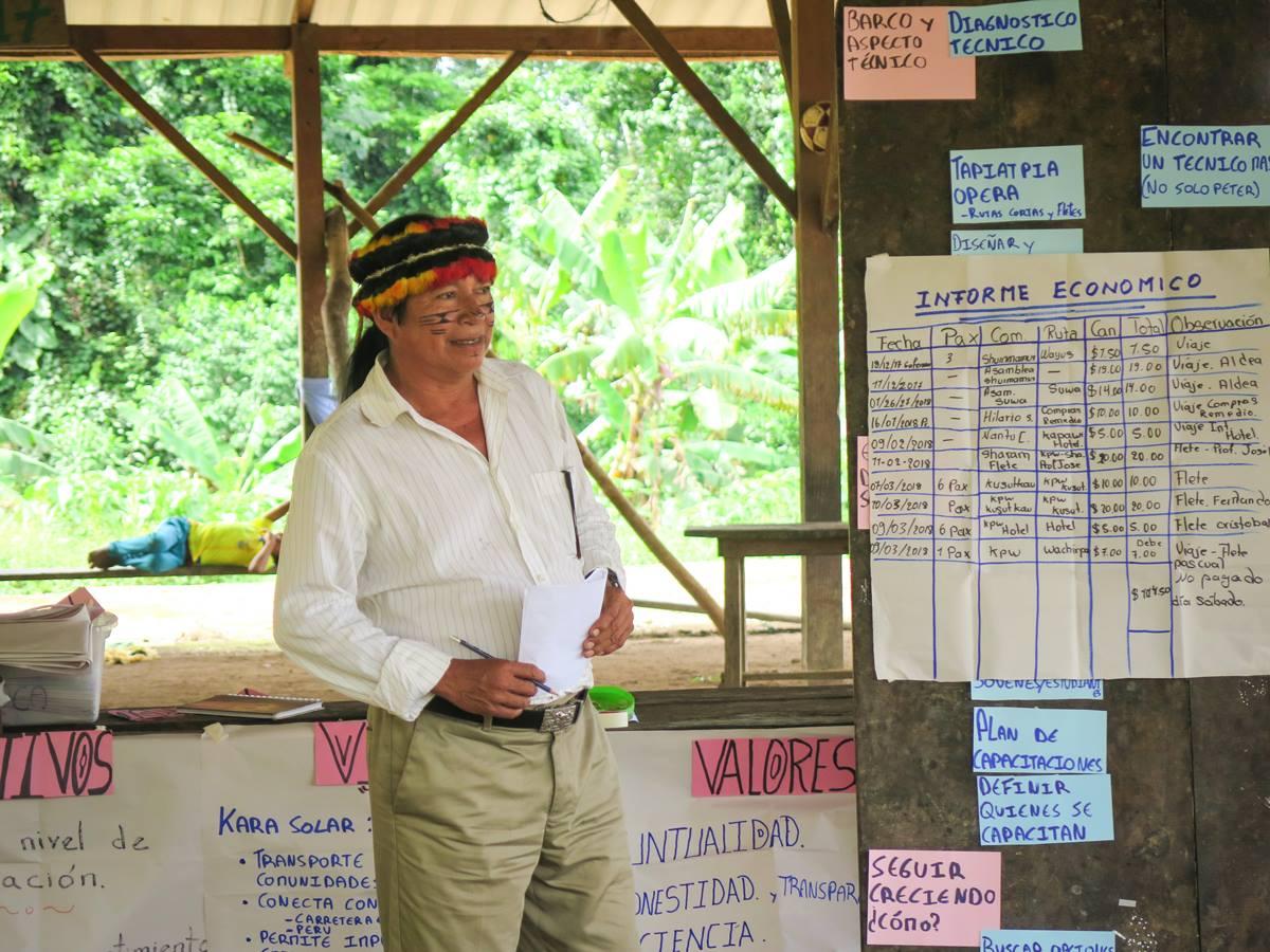 Hilario Saant, uno de los operadores de Tapiatpia, presenta su informe económico.