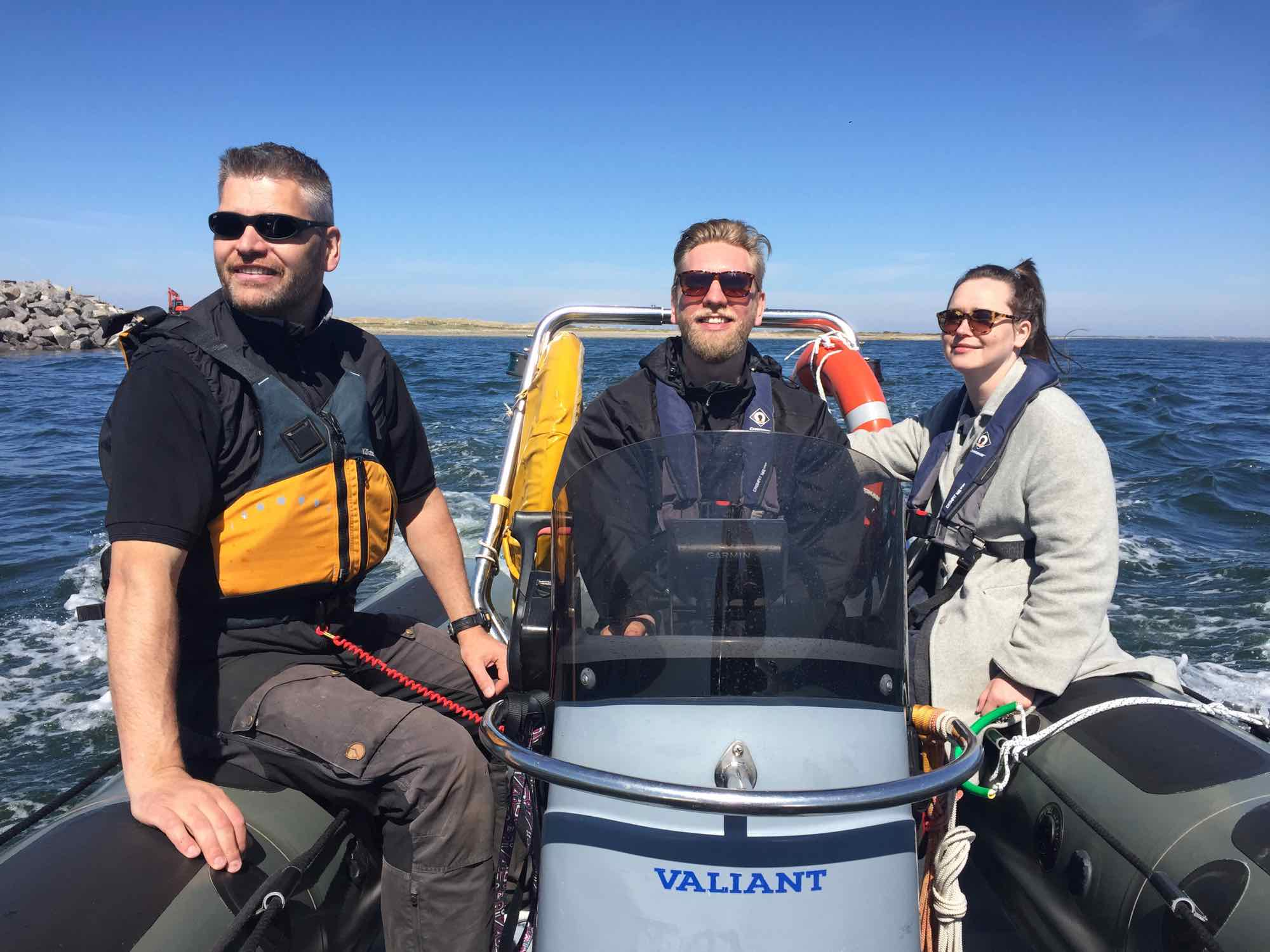 Daniel og Ayoe i en hurtig tur i vores Ribbåd på Vesterhavet