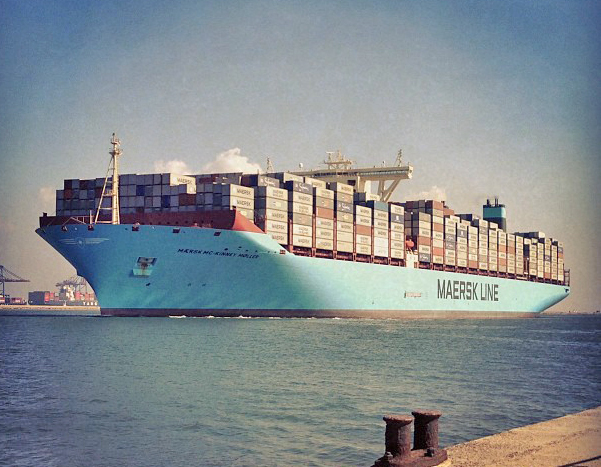 Mærsk_Mc-Kinney_Møller_passing_Port_Said_in_the_Suez_Canal_on_its_maiden_voyage.jpg