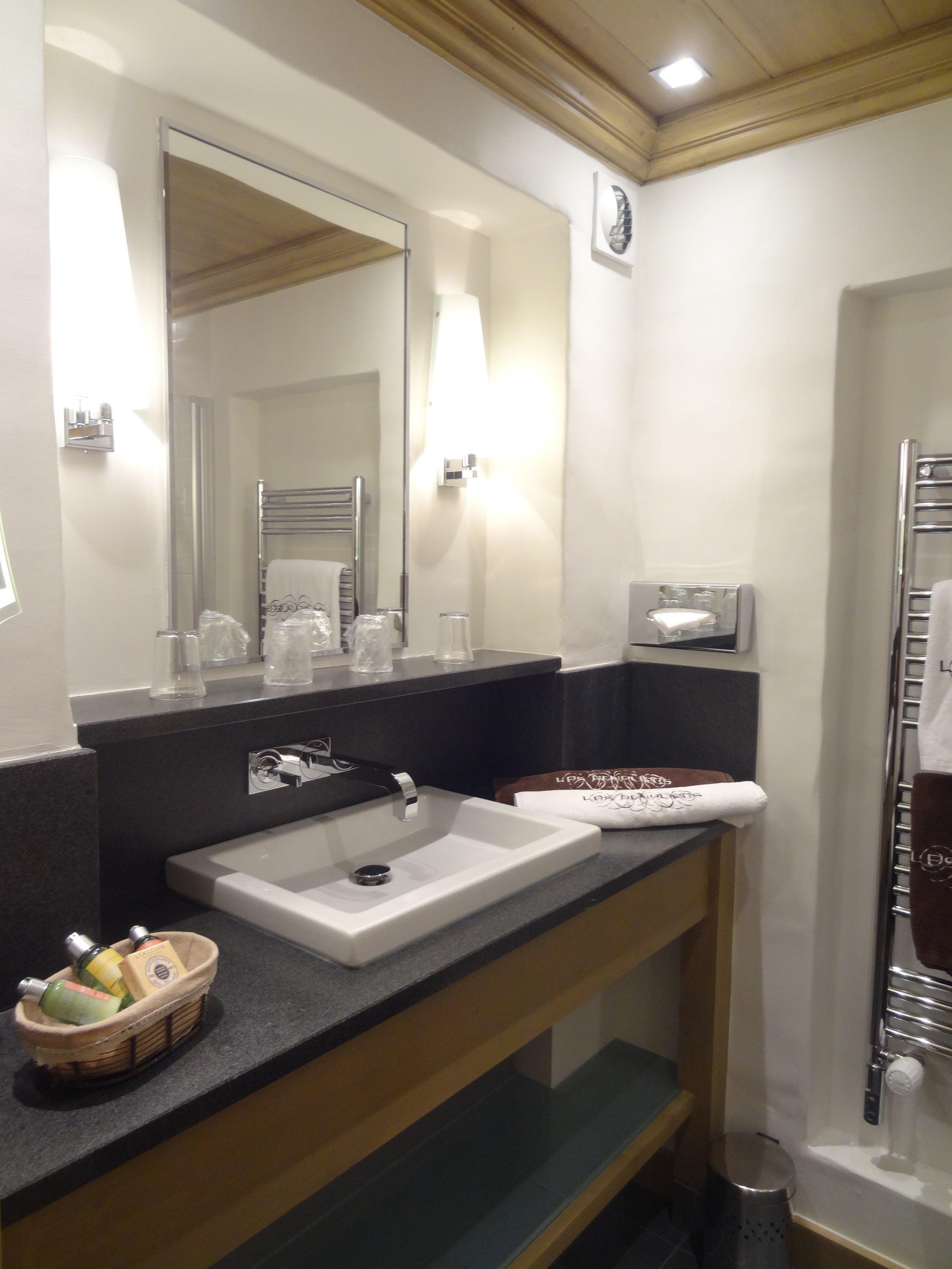 salle de bain junior suite.jpg