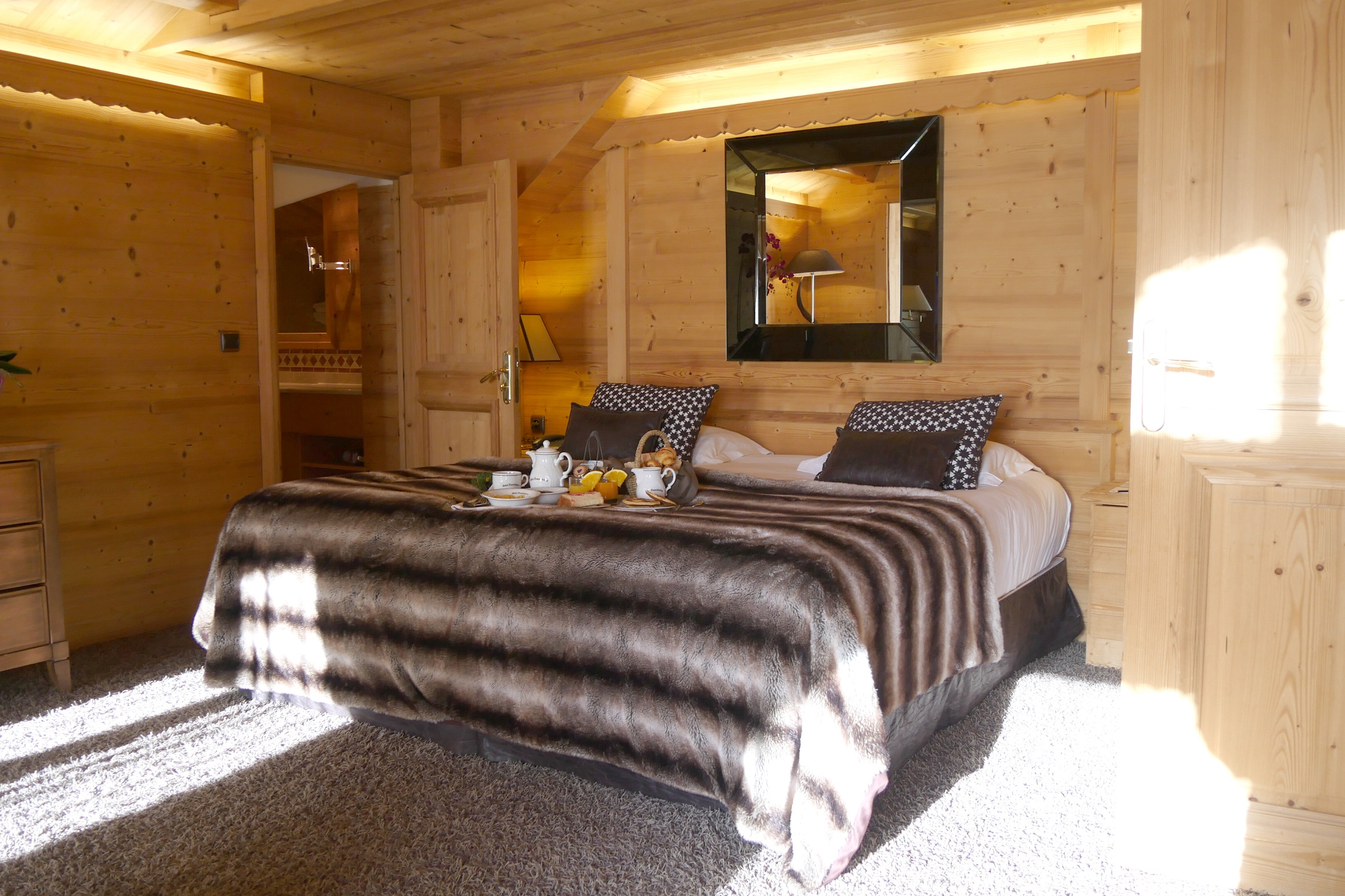 junior suite montagne master bedroom 505.JPG