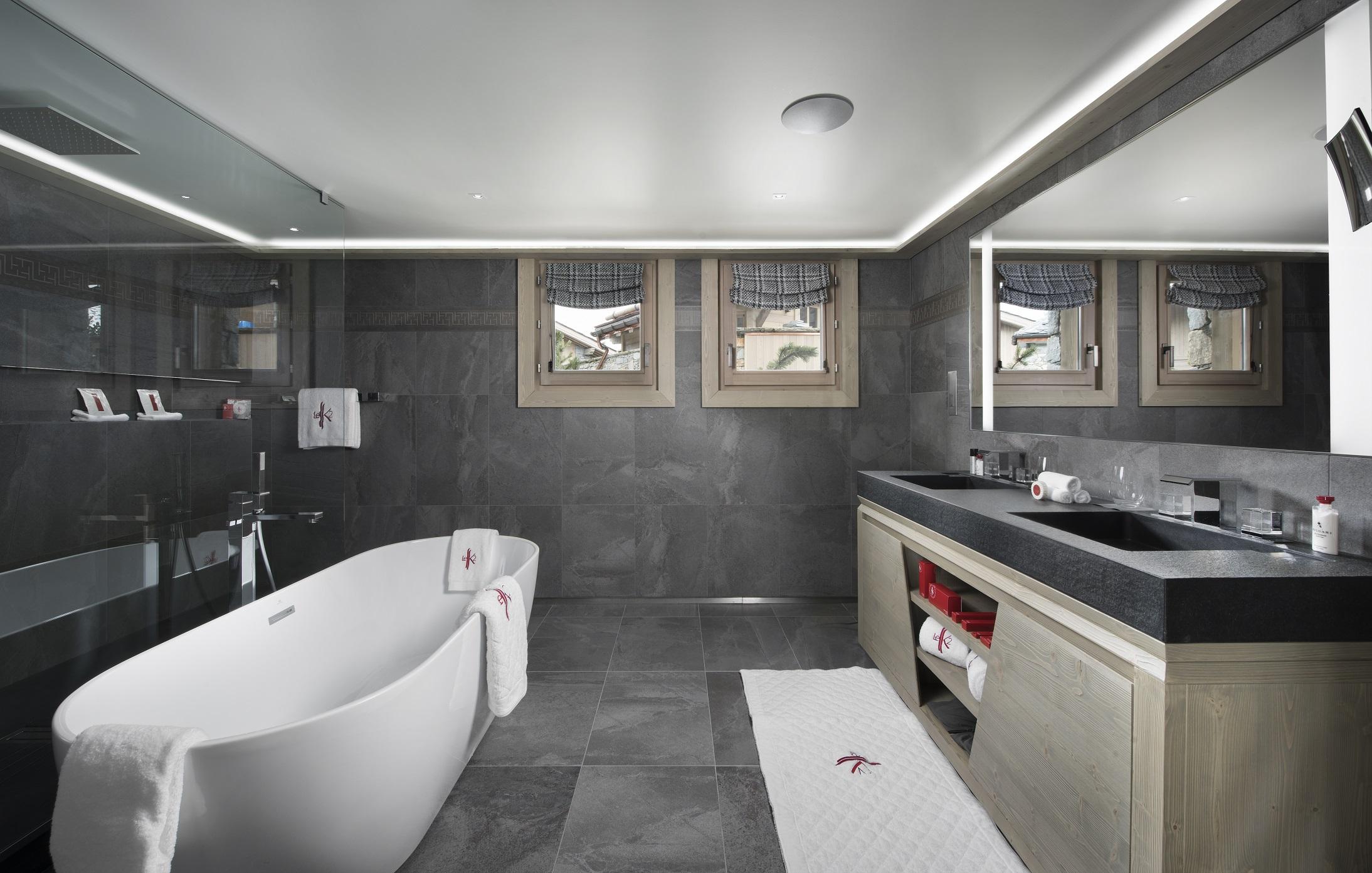 07 Bathroom-2.jpg