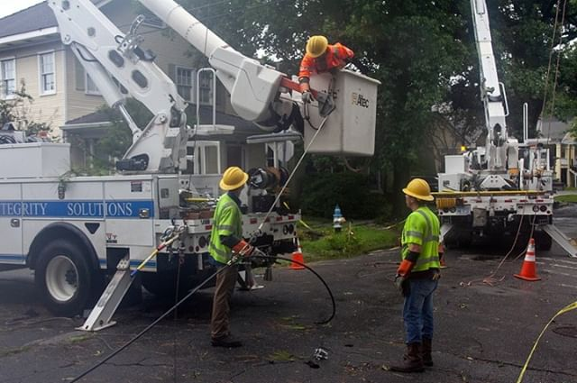 #Barry continues causing new outages. Restoration began yesterday even as we were assessing damage. At peak, #Barry disrupted service for nearly 89,000 customers in #Louisiana. Currently, we have ~63,000 customers out of service statewide.
