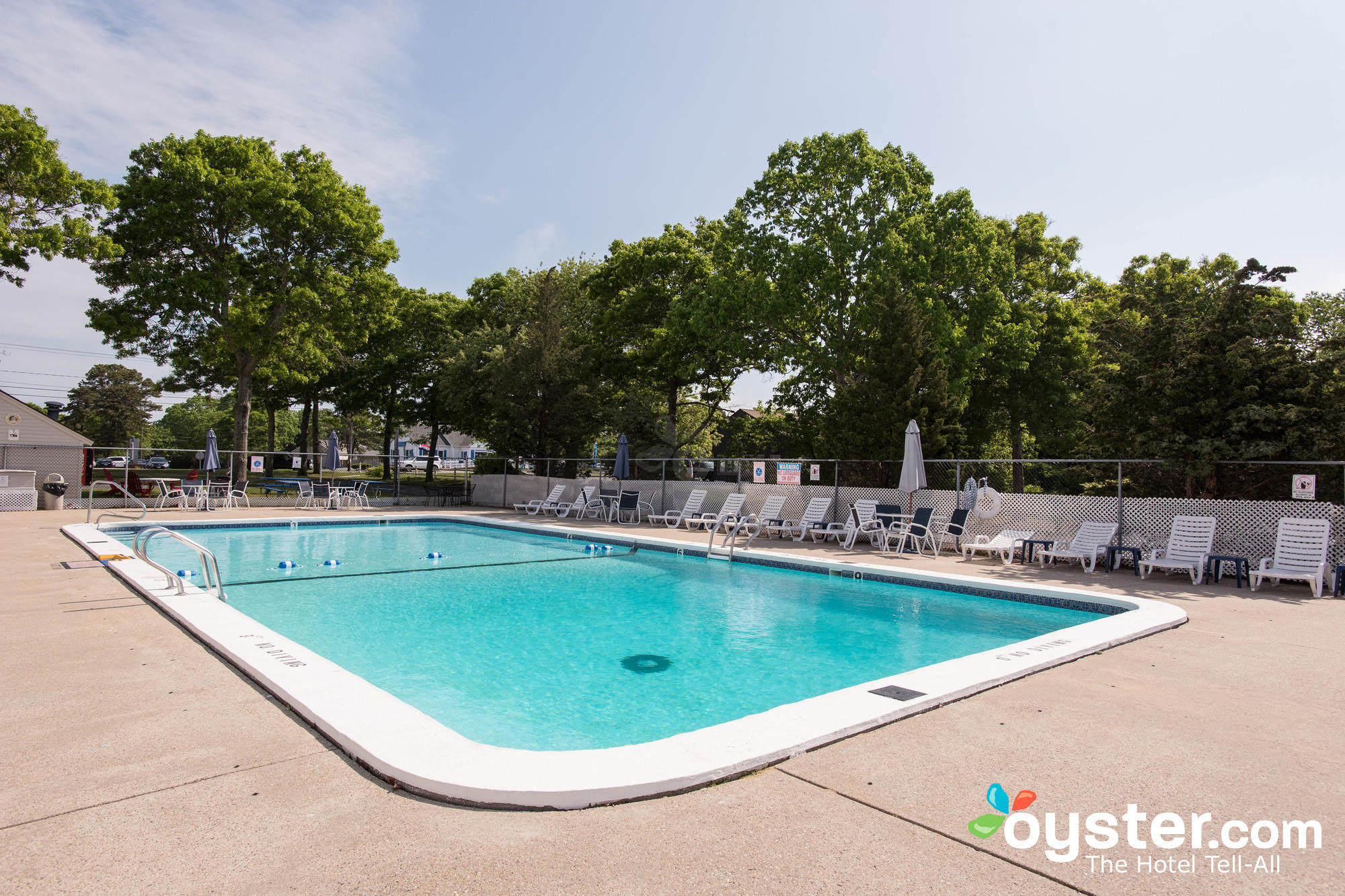 outdoor-pool--v13334104-2000.jpg