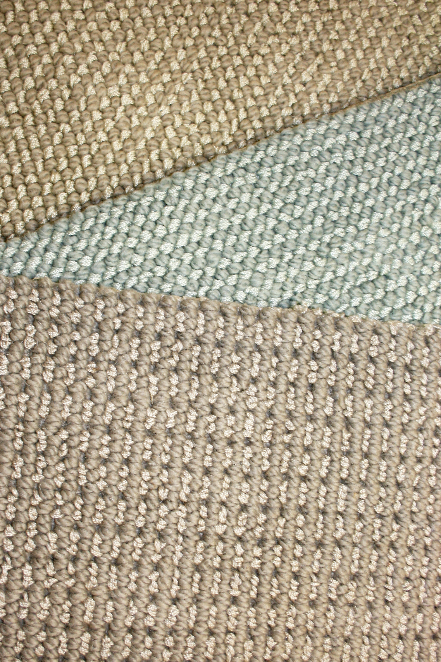Wool carpet with shine accents
