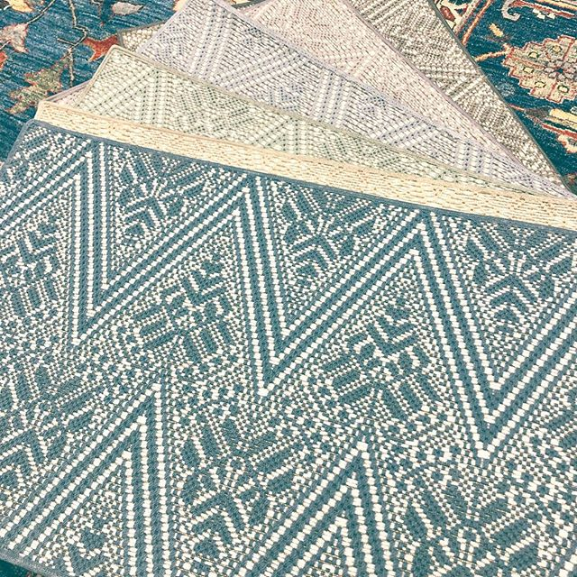 Love, love, love this new flat weave! The herringbone and modern flower combo is so unexpected! #moderntwist #herringbone #moderndesign #rugs #carpet #interiordesign #interiors ! . . . #langcarpet #inwilmde #netde #shopsmall #shopsmallbusiness #mainlineinteriordesign #phillyhomes #delawarehomes