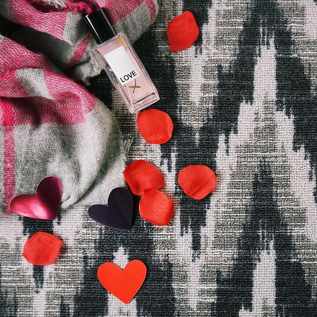 Happy Valentine's Day 💖 #valentines #valentinesday #love #carpet #interiordesign #interiors #bebold #herringbone #inwilm #netde #smallbiz #loveisintheair