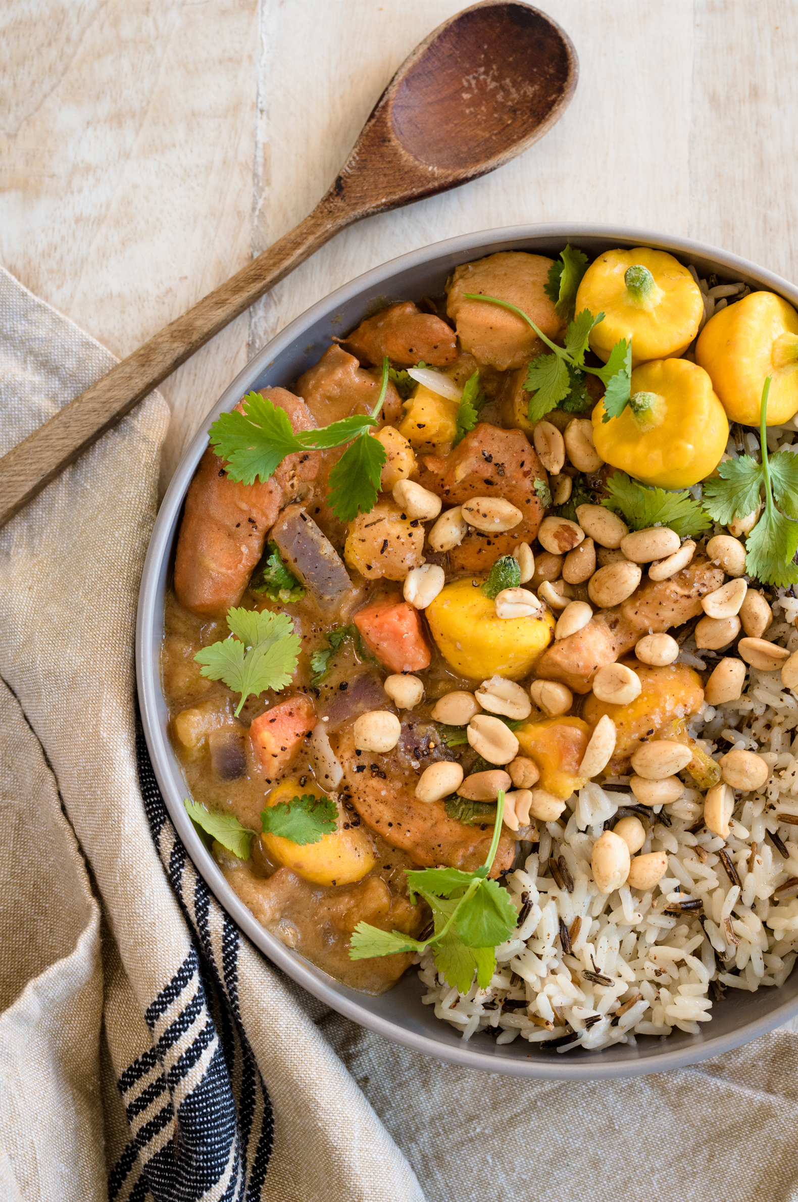 Ragoût de poulet africain - Recette tirée du livre  Légumineuses & Cie  Photographie : Catherine Côté  Stylisme culinaire : Hubert Cormier