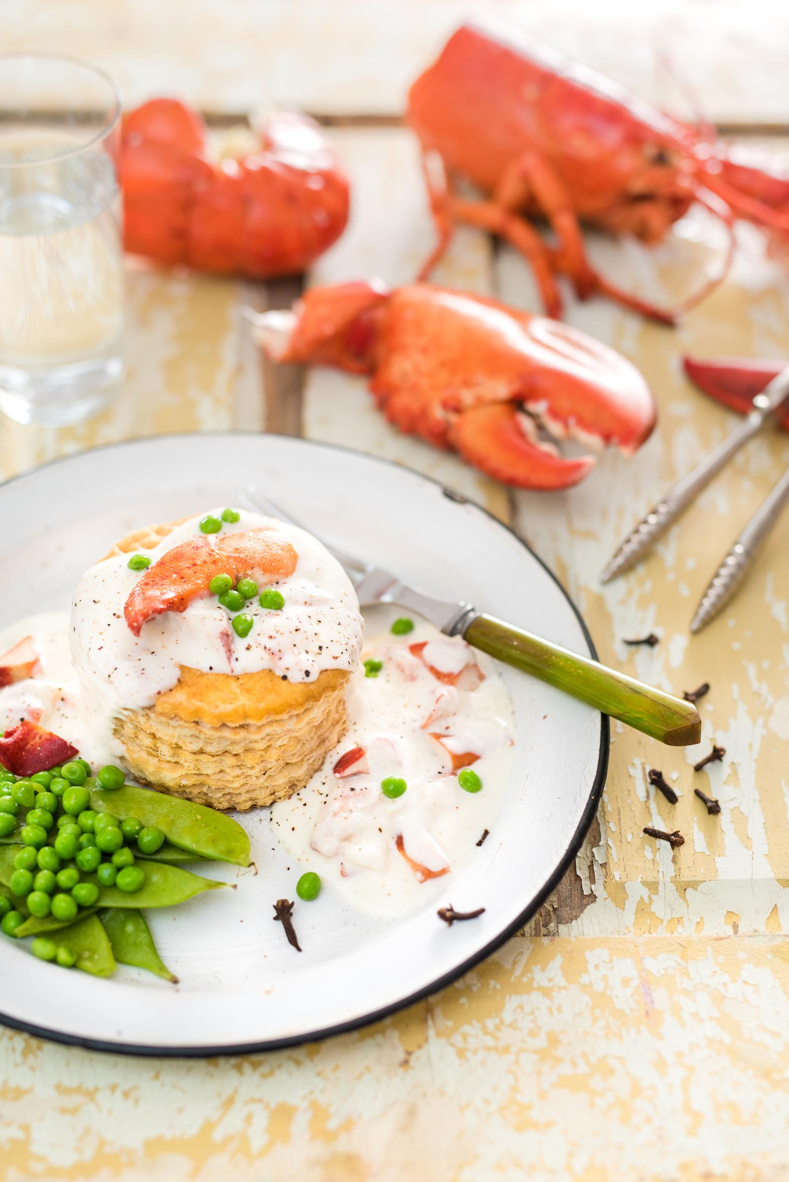 Vol-au-vent au homard Photographie tirée du livre  Ma table festive  Photographie culinaire : Catherine Côté Stylisme culinaire : Hubert Cormier