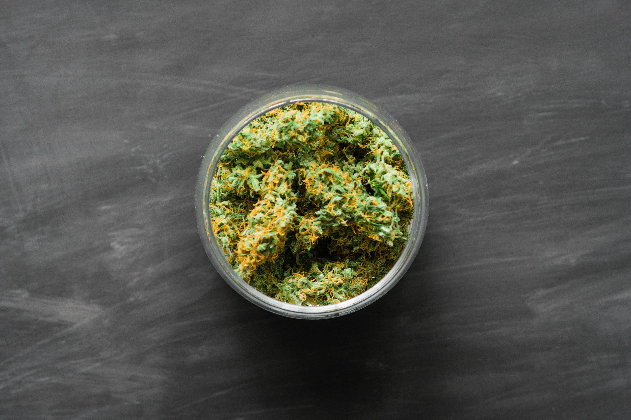 Cannabis pot marijuana dans la nourriture