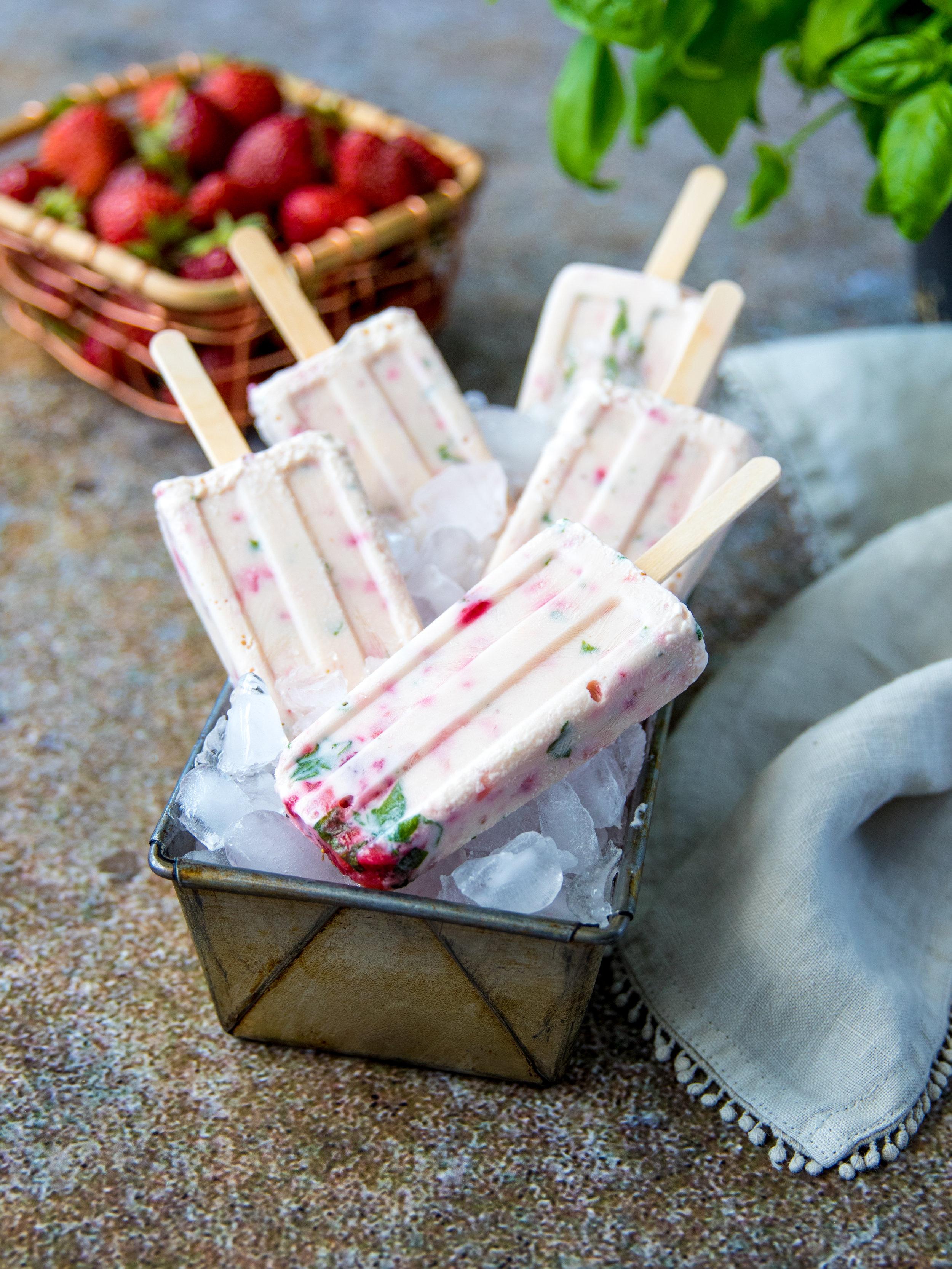 Sucette glacée fraise-basilic