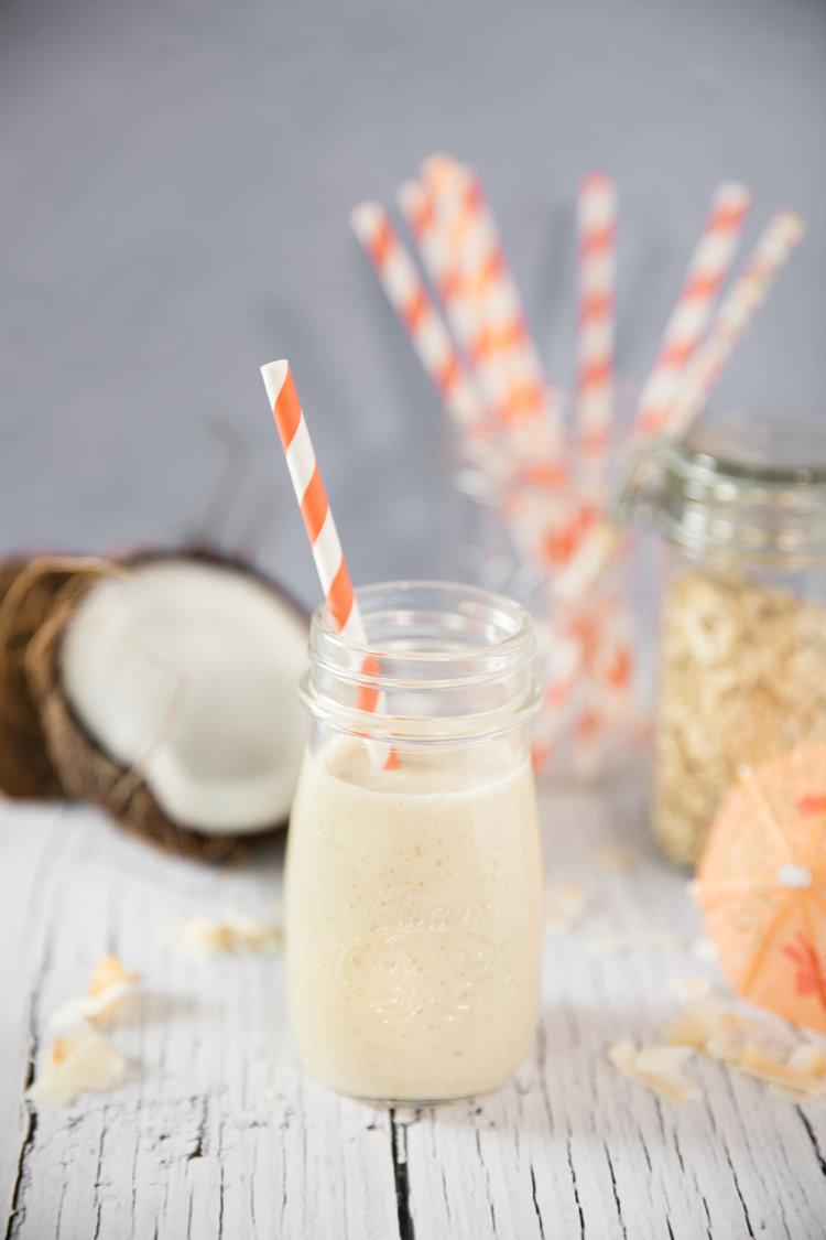 Si vous aimez la saveur de noix de coco, vous aimerez certainement ce smoothie piña colada protéiné -