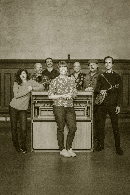 Randi Tytingvåg Trio Alle forran orgelet copy.jpg