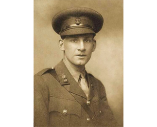 Siegfried_Sassoon_by_George_Charles_Beresford_(1915).jpg