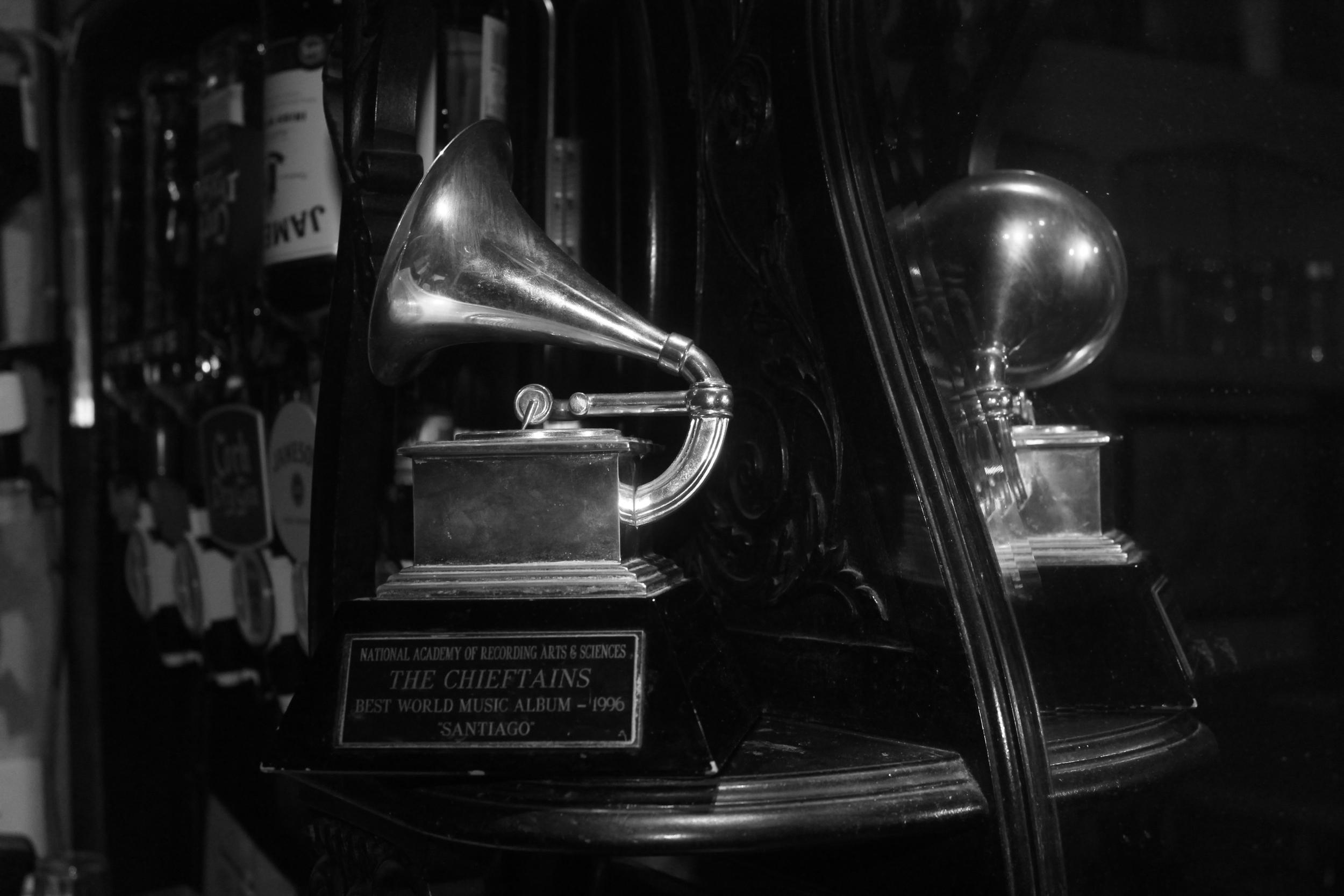 MATT MOLLOY'S     LIVE TRADITIONAL MUSIC 7 NIGHTS A WEEK