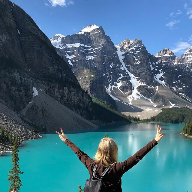 PEACE OUT!✌🏼It's summer time! ☀️ I'll be pouring my heart out over at @liaproject & #girlswhomeditateyyc so come hang out with me over there! 😘 . . .  #schoolisoutforsummer #meditation #journaling #babessupportingbabes #teachersofinstagram #locallove #yyc #yoga #wellness #blogging #community