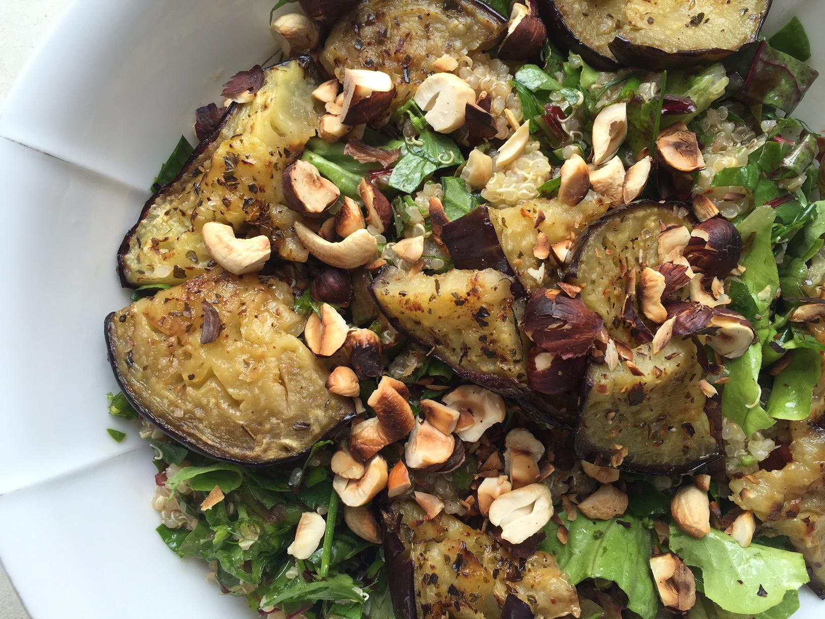 Melanzani gebraten auf Quinoa Kräuter Salat_Nina Mandl TCM.JPG