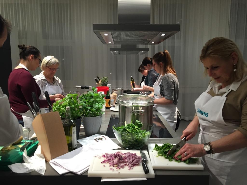 Siemens cookingClub_beim Kochen_Nina Mandl TCM_1803.jpg