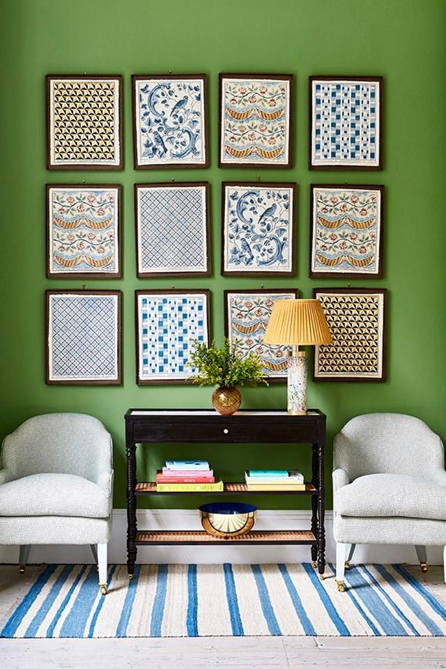 Small scale wallpaper designs