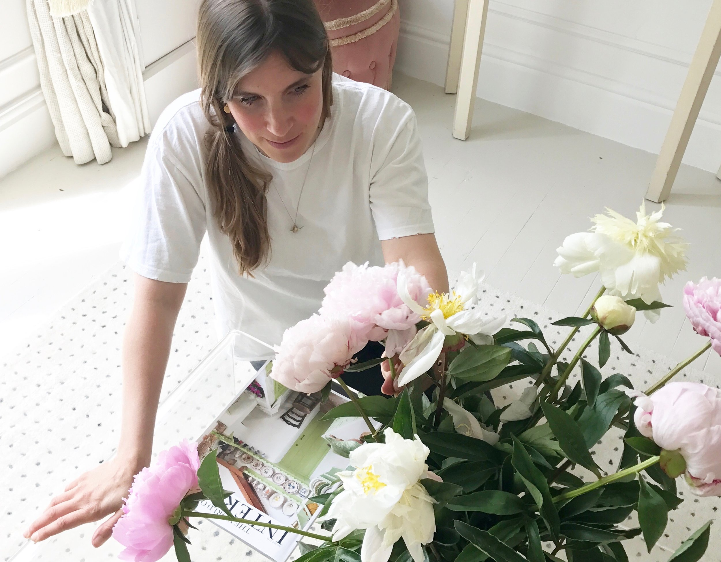 At home with Camilla Pearl flower arranging with Freddies Flowers.
