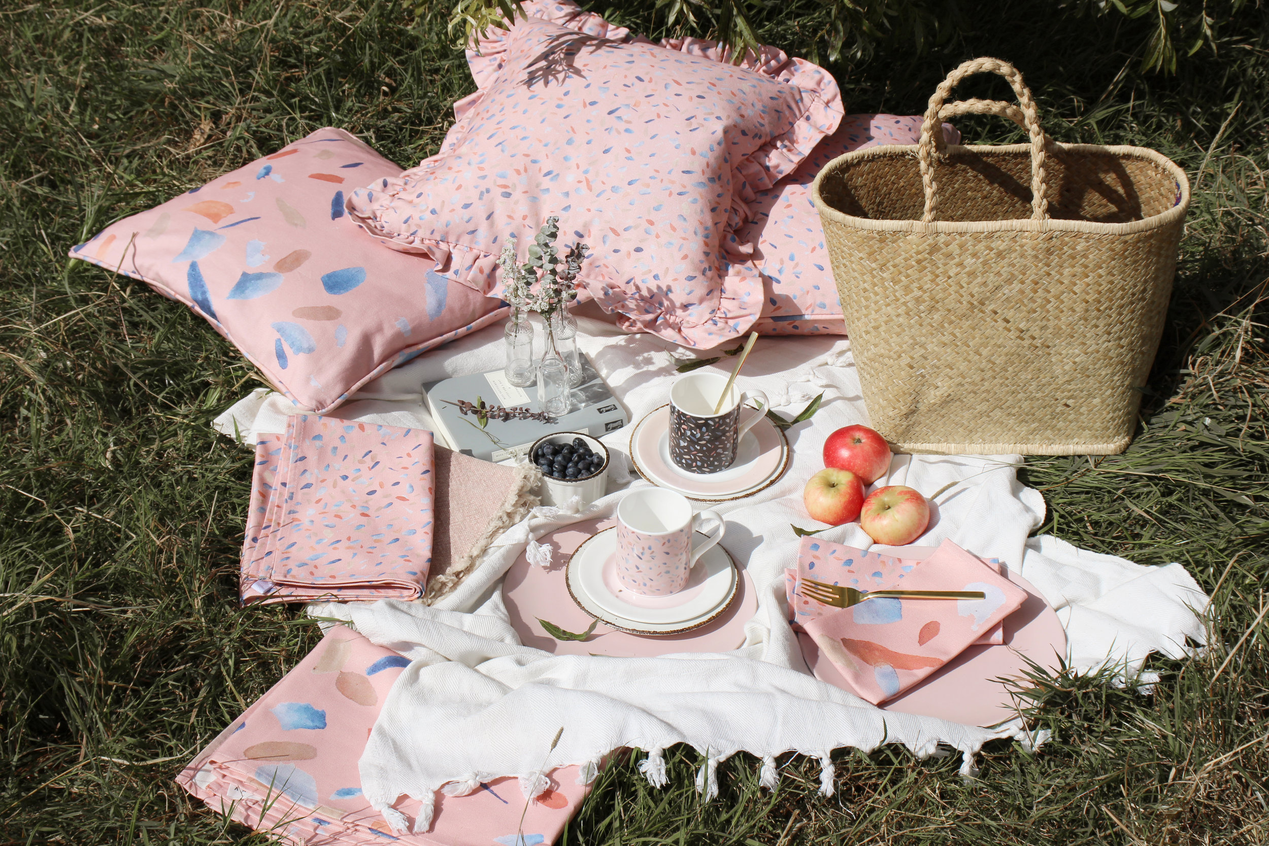 House Anna Picnic Setting 2019 Spring/Summer