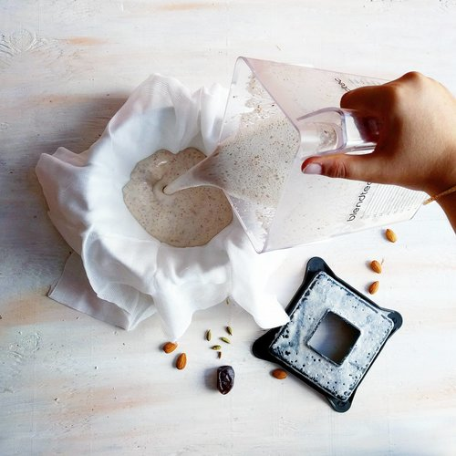 almond cardamom milk - the vegan bee .jpeg