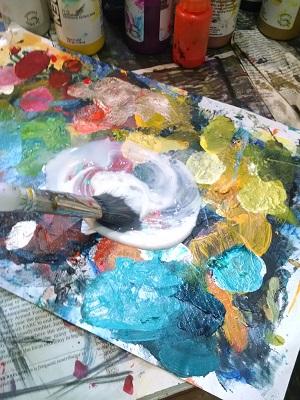 ©Christine Sauer, brushing medium on paint palette