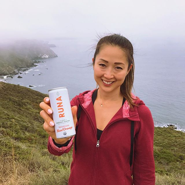 Brought these awesome @drinkruna energy drinks on our hike today. Perfect hydration and energy boost in the middle of the hike, especially to help battle the crazy winds on the trail today! Love that these energy drinks are super clean and made with organic tea and no sugar. The trail was super foggy today, but felt so great to be outside! Perfect Sunday in my book!