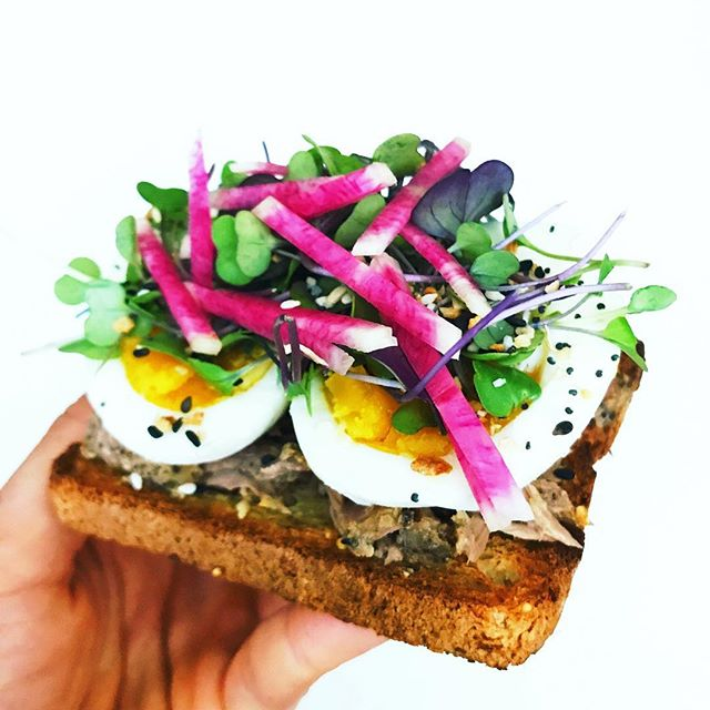 Afternoon snack so on point 💯. @canyonglutenfree toast topped with @safecatchfoods tuna, @vitalfarms soft boiled eggs, microgreens, and rainbow radish. Did you know that microgreens have 4-6x the nutrients compared to mature plants? Seriously an awesomely easy way to get your nutrients in. This toast will fuel me for an afternoon of some work and meal prep 👊🏻! Hope you're all having an awesome Sunday!