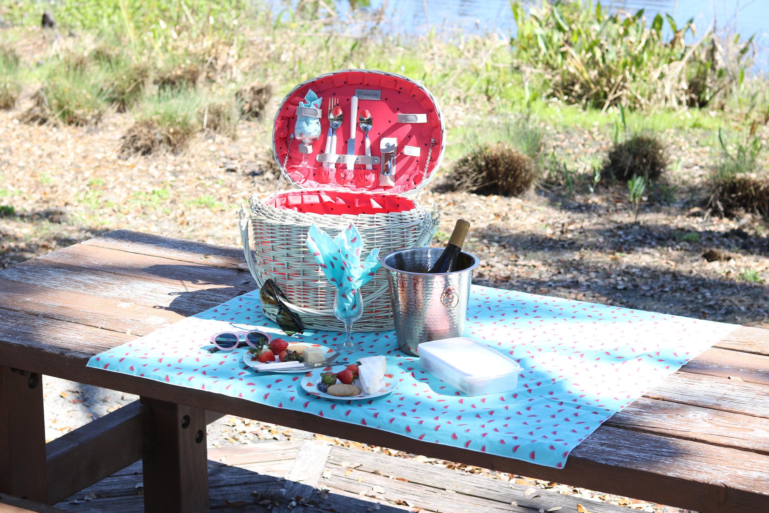 picnic time romance basket.JPG
