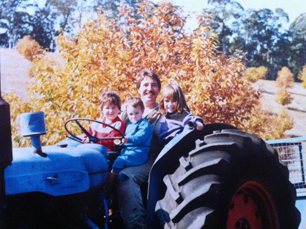 Kids playing on the tracktor