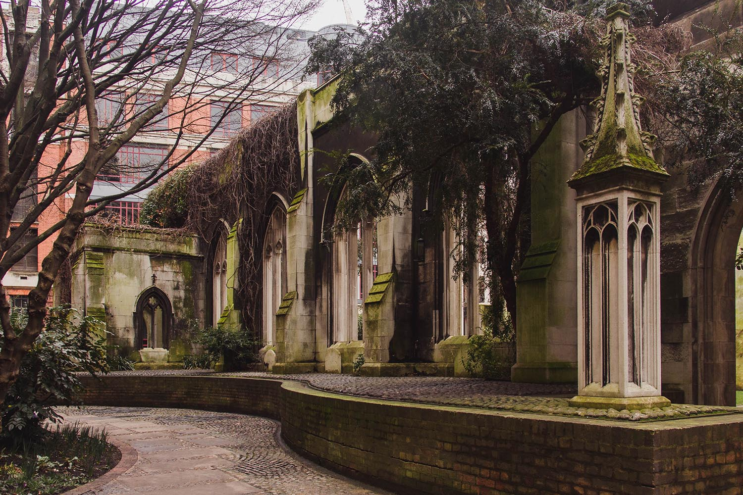 london-walks-St-Dunstan-in-the-East-Church-Garden-wall.jpg