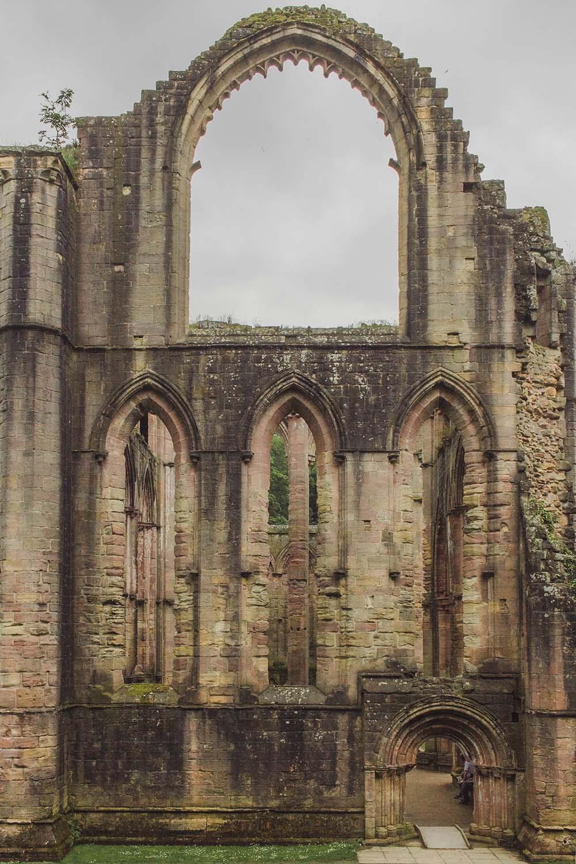 fountains-abbey-england-ruins-greenery.jpg