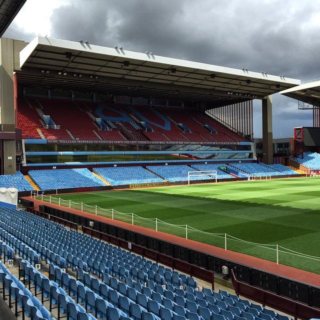 "Classic: guard w/jangling keys to tourist snooping around #VillaPark, ""wanna have a look inside mate?""  http://ift.tt/1HsctUZ"