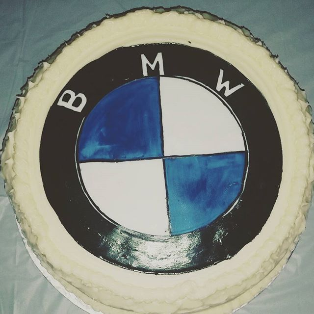 CakeslikeVelvet w/ Sweet Sense Designs  #cakesatl #cakes #cityofatlanta #atlanta  #atl #CakeslikeVelvet #cakeslikeVelvetatl #sweettooth #foodporn #redvelvet #creamcheesefrosting #sweets #attreats #bmw