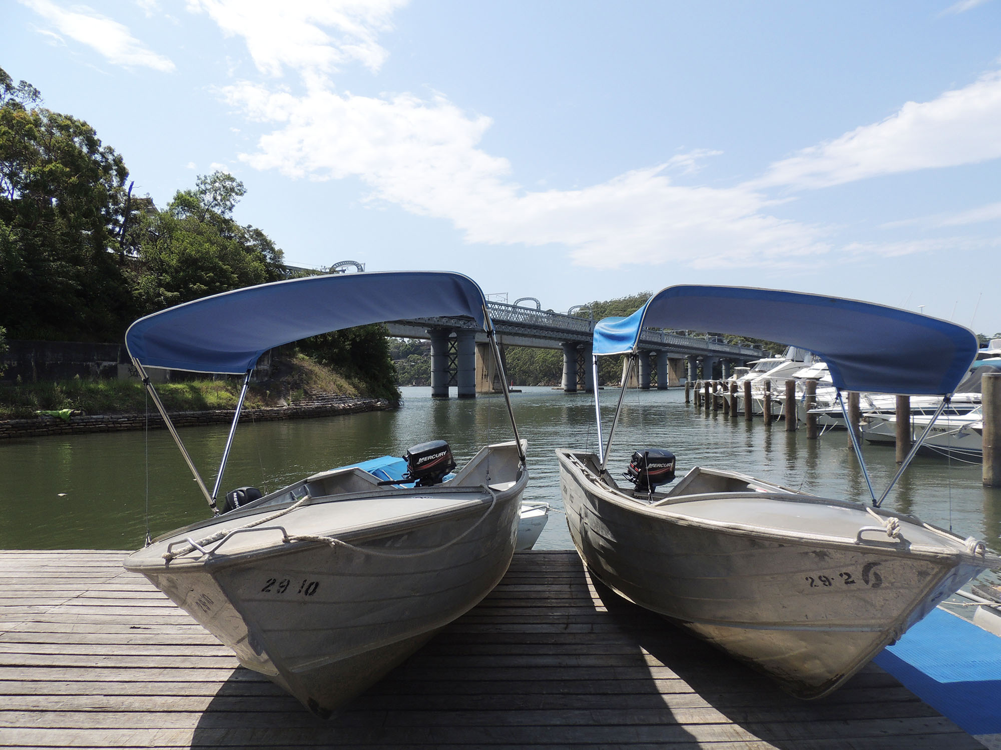 Photo of Hire Boats at Como Marina, Runabout Boat Pictured