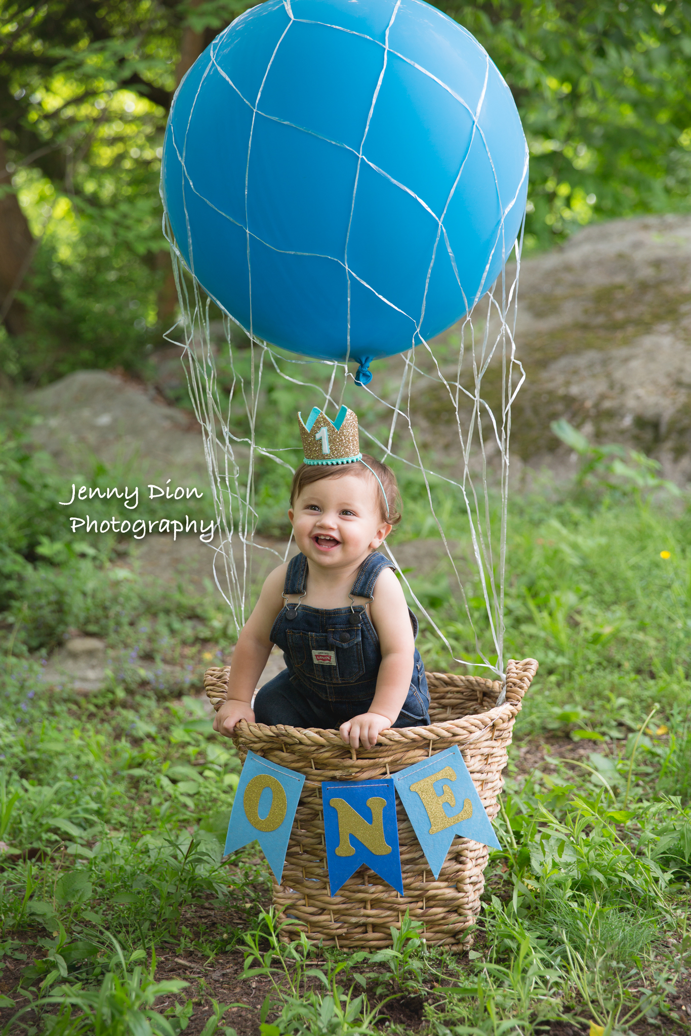 Mommy brought this cool balloon for a shot outdoors.