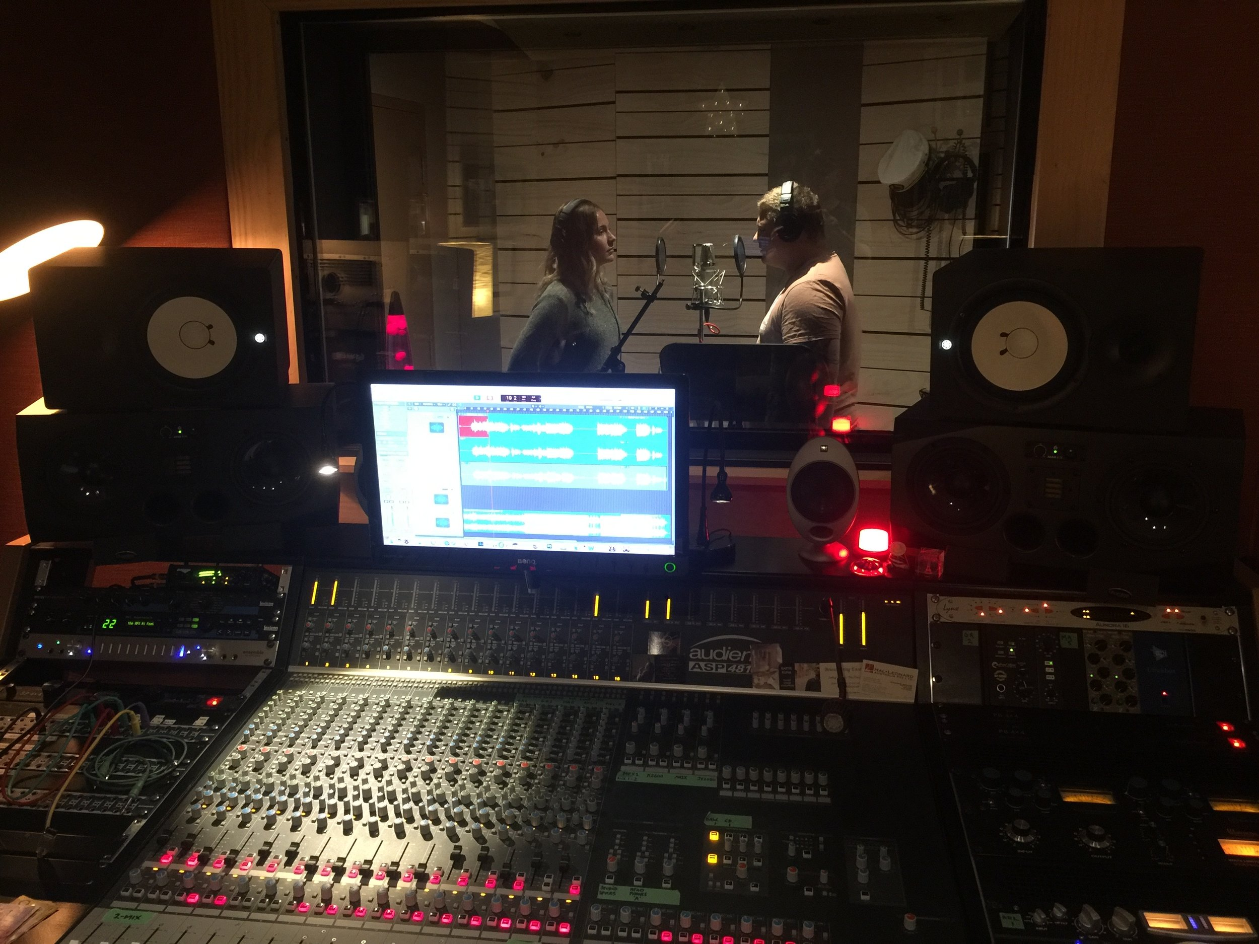 May 2018 - Siblings Corbey-Lea Hunt and Jayden-Hunt were in the studio laying down 6 tracks for a special Mothers' Day release (one of the tracks is in the player above). Fantastic!