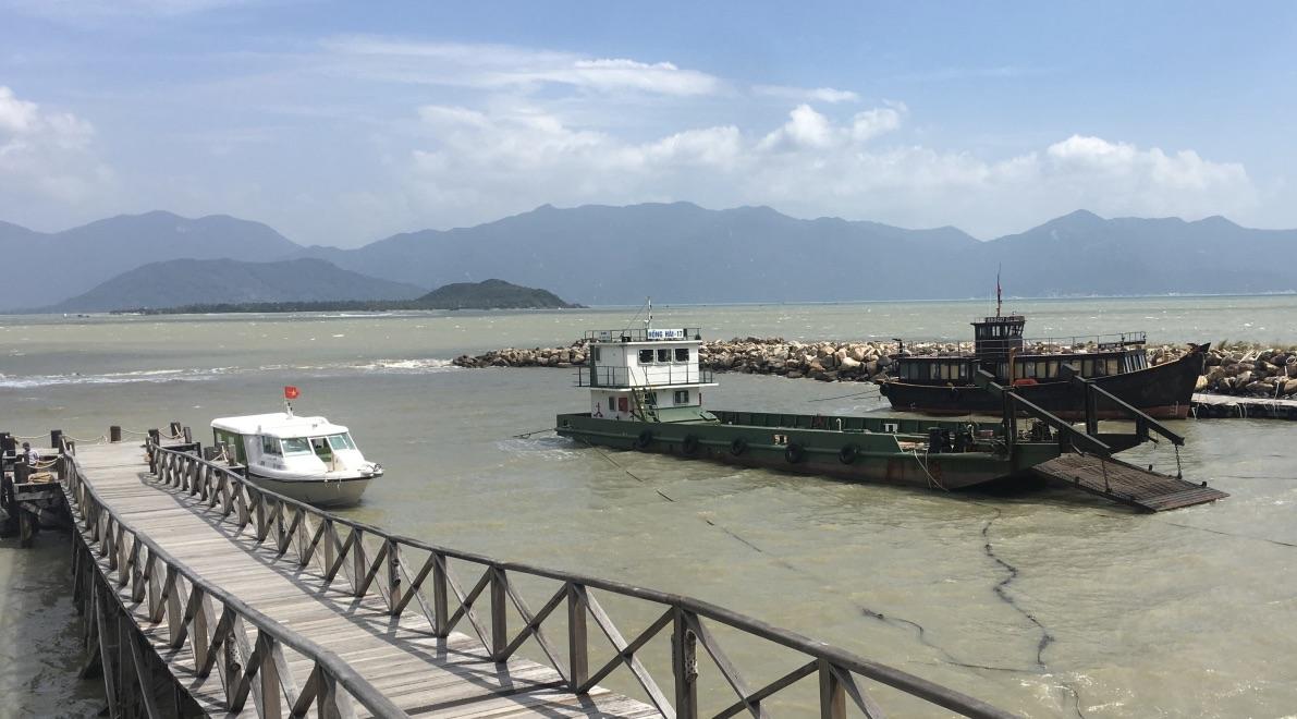 Vietnamboatmarket.jpg