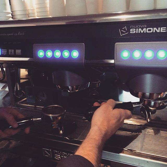 Let the espresso flow!! ⠀ ⠀ #nuovasimonelli #Coffeeseur #LejEnBarista www.coffeeseur.dk #Copenhagen #København ⠀ #Flatwhite #Latte #Latteart #Espresso #Coffee #Coffeetime #Coffeeaddict #Coffeeshop #Coffeelover #ButFirstCoffee #Coffeelove #CoffeeIsLife #Coffeebreak #Barista #Coffeebean #BaristaLife #Coffeeoftheday #Cafe #Cuppuccino #Barasso #CaffeineAddict #Mocha #CoffeeShots #ILoveCoffee #Instacoffee ⠀