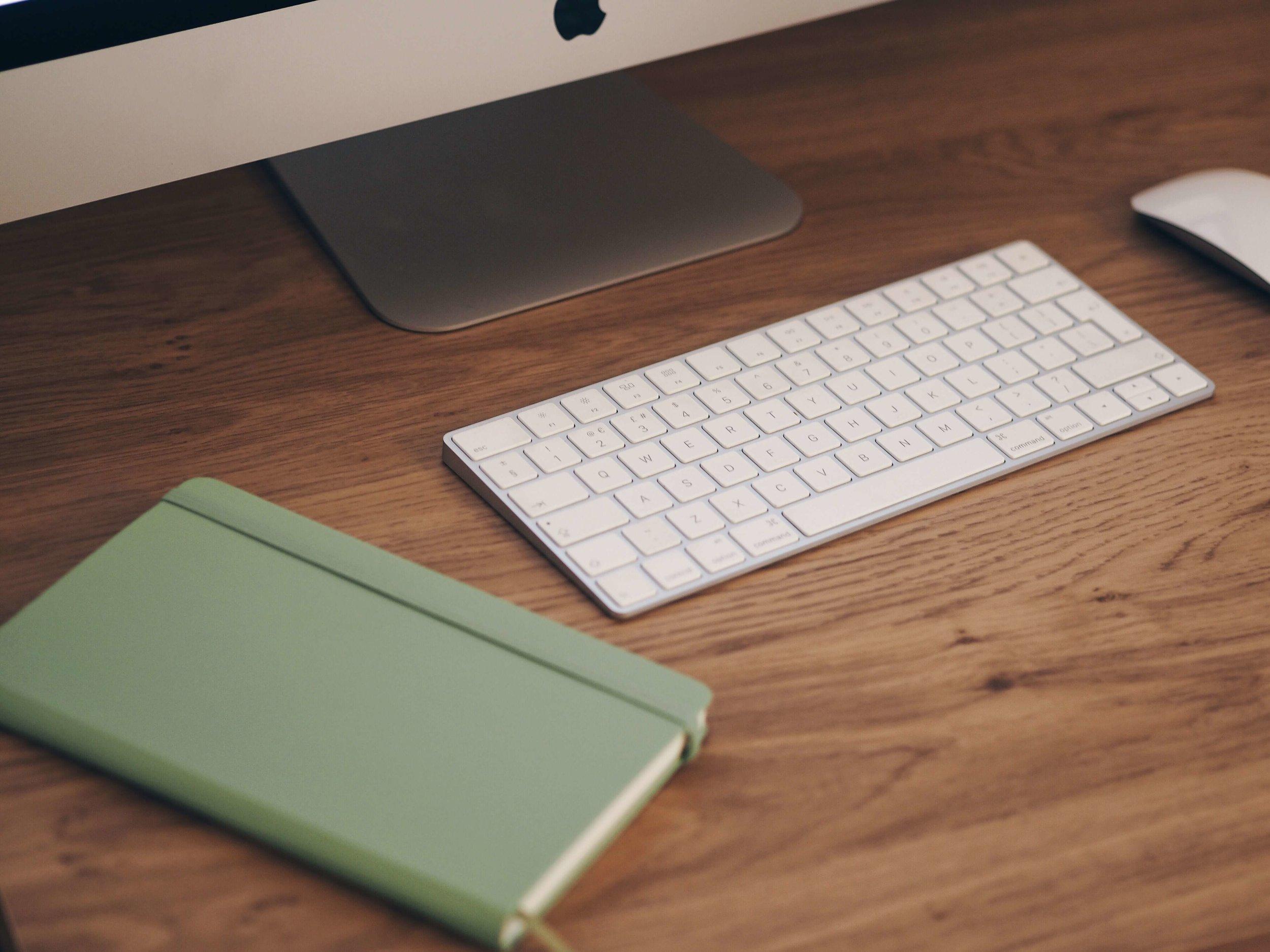 iMac Computer Minimal Desk Space