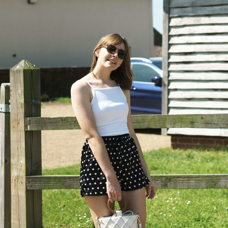summer-outfit-polka-dot-shorts.jpg