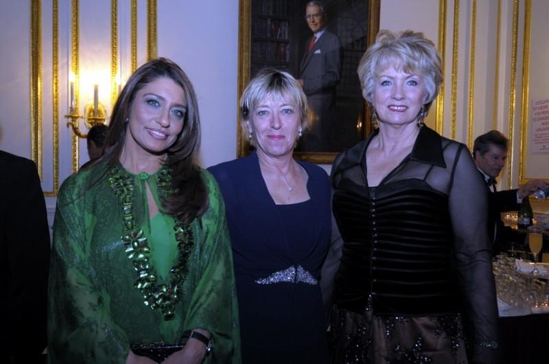 metropolitan-club-gala-2009-muna-jody-anna.jpg