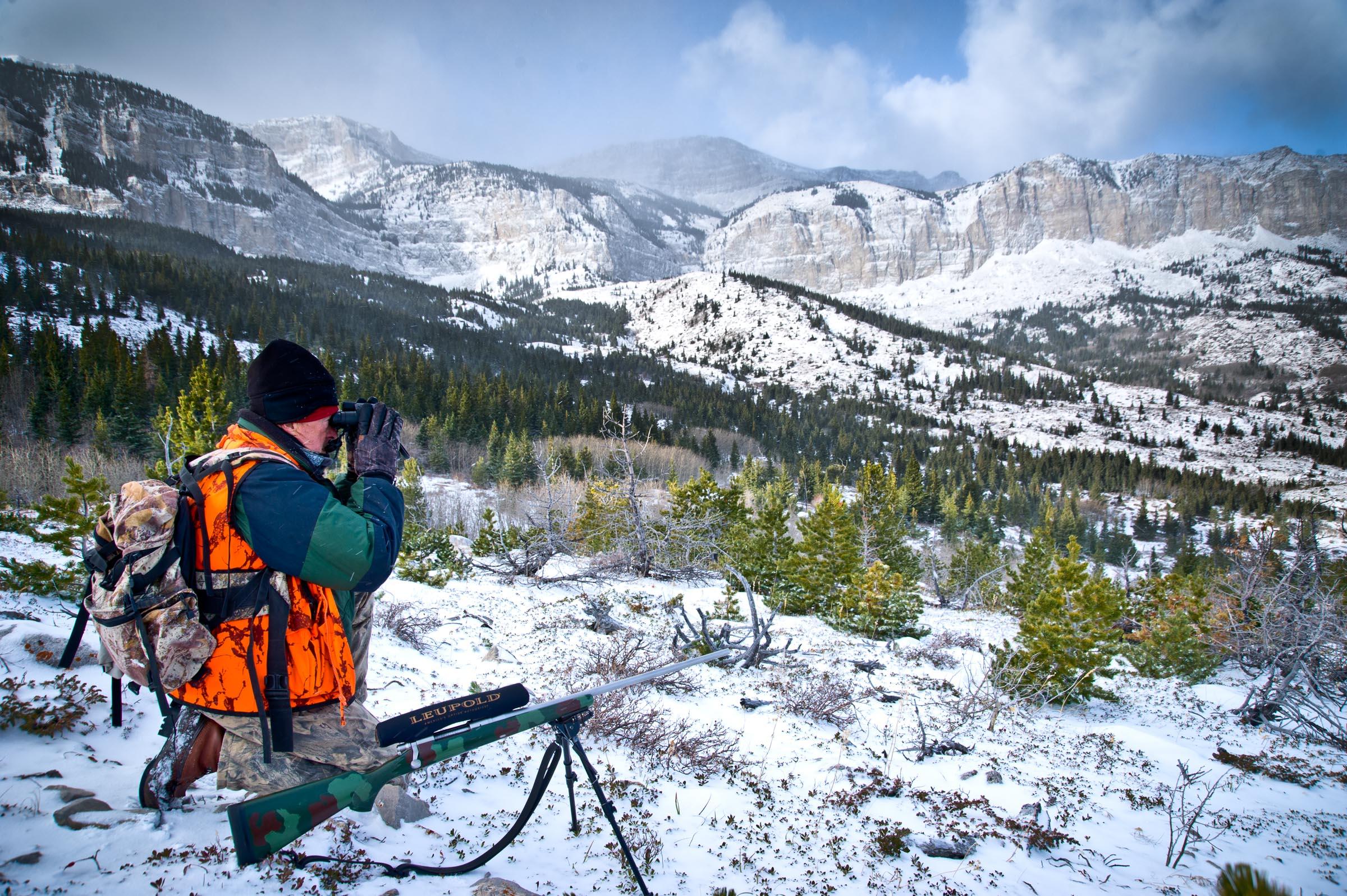 Hunting mule deer in Montana. © Tony Bynum