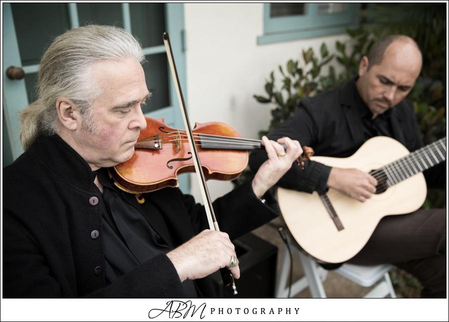 Joe performing at a wedding with violinist Christ Vitas