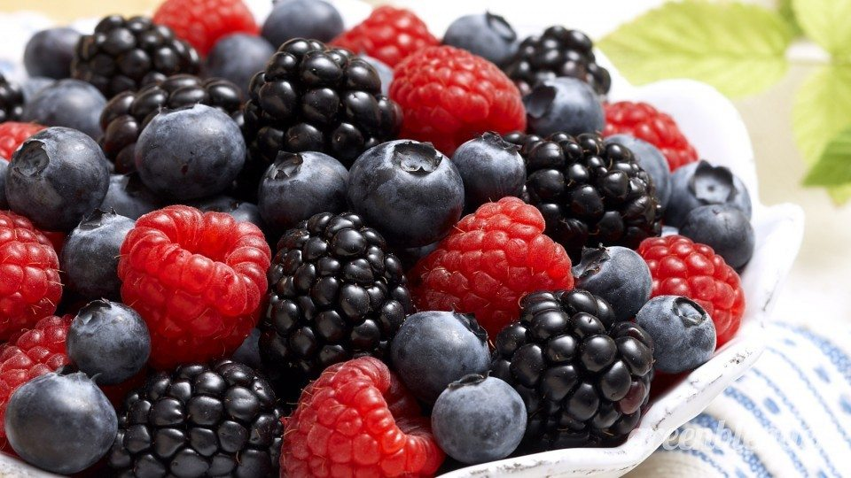 A-guide-to-berries-by-green-blender5-960x540.jpg
